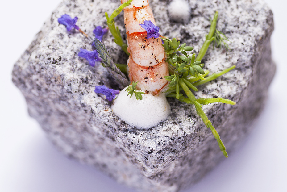 Lightly smoked tiger prawn, lobster foam and salicornia